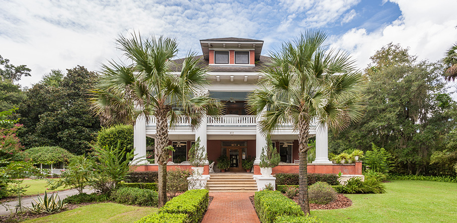 Amidst The Peace And Quiet That Is Micanopy Florida S Oldest Inland Community Stands Gracious Herlong Mansion Bed Breakfast